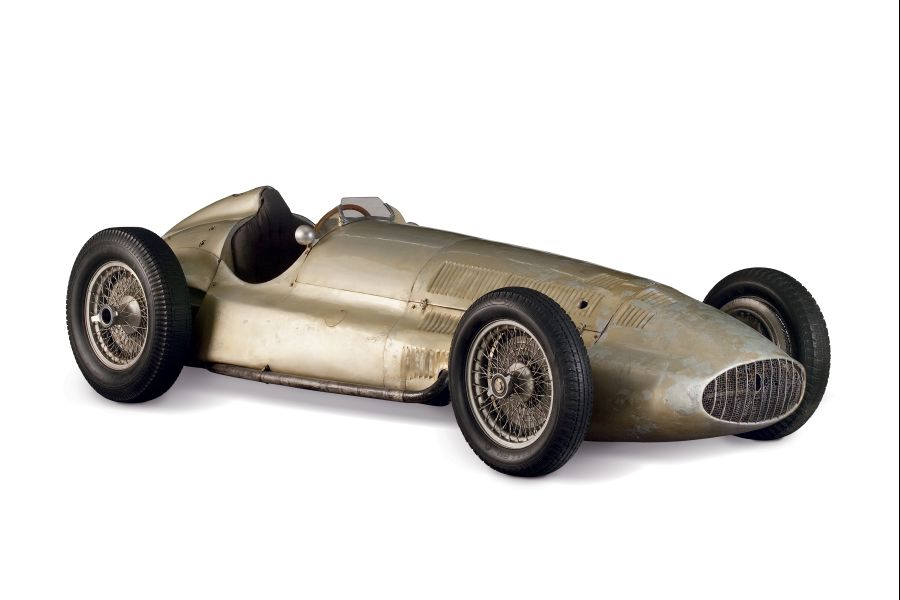 In the latter half of the 1930s the european racetracks were dominated